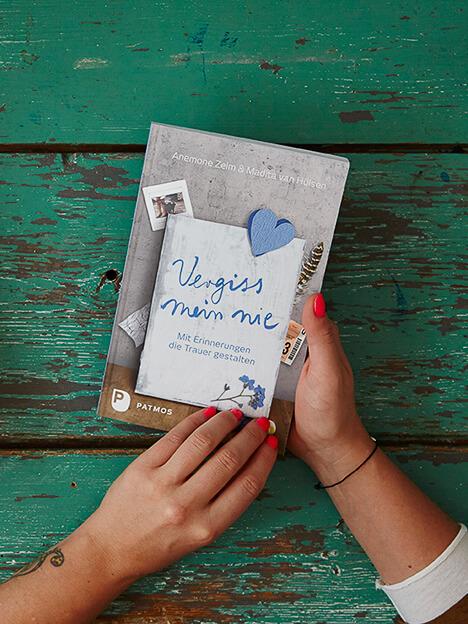 """Buchautorin """"Vergiss mein nie – mit Erinnerungen die Trauer gestalten"""""""